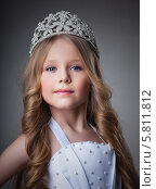 Купить «Очаровательная маленькая принцесса с диадемой на голове», фото № 5811812, снято 17 января 2013 г. (c) Гурьянов Андрей / Фотобанк Лори