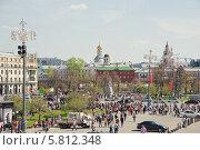Купить «Театральная площадь в Москве во время праздника Победы 9 мая», эксклюзивное фото № 5812348, снято 9 мая 2013 г. (c) Алёшина Оксана / Фотобанк Лори