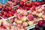 Нектарины и персики на прилавке, фото № 5813460, снято 4 июля 2013 г. (c) Elnur / Фотобанк Лори