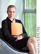 Купить «портрет деловой женщины в кресле», фото № 5819792, снято 19 мая 2010 г. (c) Phovoir Images / Фотобанк Лори