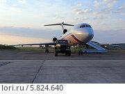 Купить «Самолет ВВС России Ту-154 Б-2 на заправке», эксклюзивное фото № 5824640, снято 15 апреля 2014 г. (c) Алексей Гусев / Фотобанк Лори