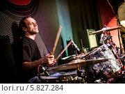 Купить «Барабанщик играет на ударных инструментах», фото № 5827284, снято 10 апреля 2014 г. (c) Андрей Армягов / Фотобанк Лори