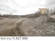 Купить «Дорога в карьер», фото № 5827880, снято 29 марта 2014 г. (c) Абышев А.А. / Фотобанк Лори