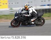 Купить «Мотоспорт. Трек», фото № 5828316, снято 30 мая 2013 г. (c) Алексей Крылов / Фотобанк Лори