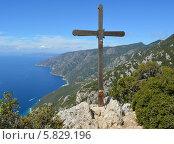 Купить «Поклонный крест на половине пути к вершине Афона от скита Святой Анны (Греция)», фото № 5829196, снято 17 сентября 2013 г. (c) Николай Гусев / Фотобанк Лори
