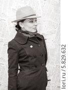 Купить «Красивая девушка в пальто и шляпе фоне из газет, черно-белая фотография», фото № 5829632, снято 10 апреля 2014 г. (c) Кекяляйнен Андрей / Фотобанк Лори