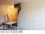 Купить «Демонтаж перегородки», фото № 5833496, снято 12 апреля 2014 г. (c) Юрий Бельмесов / Фотобанк Лори