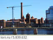 Купить «Вид на корпуса старой фабрики. Санкт-Петербург», фото № 5839632, снято 20 апреля 2014 г. (c) Ротманова Ирина / Фотобанк Лори