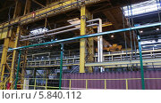 Купить «Промышленный кран на металлургическом заводе», видеоролик № 5840112, снято 24 апреля 2014 г. (c) Кекяляйнен Андрей / Фотобанк Лори