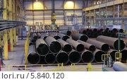 Купить «Большие трубы на заводе», видеоролик № 5840120, снято 24 апреля 2014 г. (c) Кекяляйнен Андрей / Фотобанк Лори