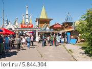 """Купить «""""Вернисаж"""" в Измайловском кремле», эксклюзивное фото № 5844304, снято 17 июня 2012 г. (c) Алёшина Оксана / Фотобанк Лори"""