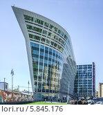 Купить «Здание Росгосстраха», эксклюзивное фото № 5845176, снято 25 апреля 2014 г. (c) Виктор Тараканов / Фотобанк Лори