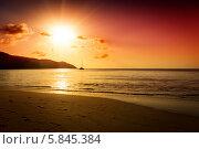 Золотой закат на пляже. Стоковое фото, фотограф Игорь Чайковский / Фотобанк Лори