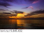 Закат над Тихим океаном. Стоковое фото, фотограф Игорь Чайковский / Фотобанк Лори