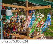 Купить «Продажа сувениров из Украины, традиционных украинских кукол-мотанок на этническом фестивале в Киеве», фото № 5855624, снято 19 апреля 2014 г. (c) Олеся Сарычева / Фотобанк Лори