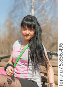 Портрет девушки в парке на скамейке. Стоковое фото, фотограф Amir Navrutdinov / Фотобанк Лори