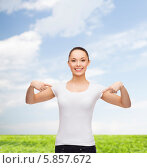 Купить «Позитивная девушка в белой футболке улыбается и показывает пальцами обеих рук на себя», фото № 5857672, снято 8 декабря 2013 г. (c) Syda Productions / Фотобанк Лори