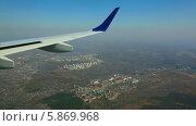 Купить «Вид из самолета на город», видеоролик № 5869968, снято 4 мая 2014 г. (c) Игорь Жоров / Фотобанк Лори