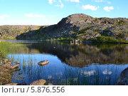 Озеро в поселке Териберка Мурманской области. Стоковое фото, фотограф Юлия Романова / Фотобанк Лори