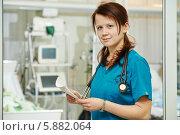 Купить «Женщина-хирург в операционной», фото № 5882064, снято 25 января 2014 г. (c) Дмитрий Калиновский / Фотобанк Лори