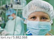 Купить «Женщина-хирург в операционной во время операции», фото № 5882068, снято 26 января 2014 г. (c) Дмитрий Калиновский / Фотобанк Лори