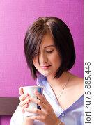Девушка утром с кружкой. Стоковое фото, фотограф Евгений Леонов / Фотобанк Лори