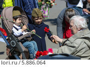 Купить «9 мая в Москве», фото № 5886064, снято 9 мая 2014 г. (c) Okssi / Фотобанк Лори