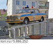 Купить «Памятник милицейской патрульной машине ГАЗ-24 в Калининграде», фото № 5886252, снято 2 мая 2014 г. (c) Ирина Борсученко / Фотобанк Лори