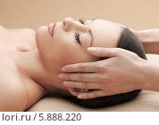 Купить «Привлекательная девушка на процедуре массажа головы в СПА-салоне», фото № 5888220, снято 12 января 2013 г. (c) Syda Productions / Фотобанк Лори