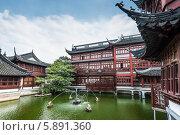Купить «Древняя китайская архитектура, пруды и сады», фото № 5891360, снято 26 октября 2013 г. (c) vale_t / Фотобанк Лори