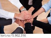 Купить «участники команды сложили руки вместе», фото № 5902316, снято 15 декабря 2013 г. (c) Андрей Попов / Фотобанк Лори
