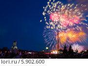 Купить «Праздничный салют 9 мая 2014 на Поклонной горе», фото № 5902600, снято 9 мая 2014 г. (c) Valeriy Lukyanov / Фотобанк Лори