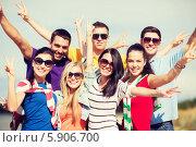 Купить «Группа зажигательных молодых людей стоит, подняв руки вверх», фото № 5906700, снято 31 августа 2013 г. (c) Syda Productions / Фотобанк Лори