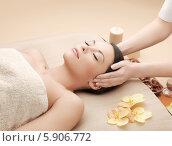 Купить «Девушка с ухоженной кожей в косметическом салоне на сеансе массажа», фото № 5906772, снято 12 января 2013 г. (c) Syda Productions / Фотобанк Лори