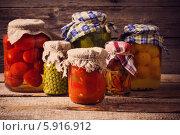 Купить «Разноцветные овощи в банках», фото № 5916912, снято 5 апреля 2014 г. (c) Майя Крученкова / Фотобанк Лори