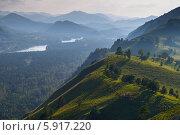 Купить «Горные хребты в тумане», фото № 5917220, снято 21 августа 2013 г. (c) Александр Самолетов / Фотобанк Лори