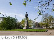 Купить «Памятник Максиму Горькому в Нижнем Новгороде», фото № 5919008, снято 22 октября 2018 г. (c) Igor Lijashkov / Фотобанк Лори