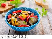 Купить «Салат из запеченных баклажанов и сладкого перца», фото № 5919348, снято 6 апреля 2014 г. (c) Марина Славина / Фотобанк Лори