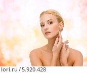Купить «Привлекательная девушка дотрагивается до своей ухоженной гладкой кожи», фото № 5920428, снято 9 марта 2013 г. (c) Syda Productions / Фотобанк Лори