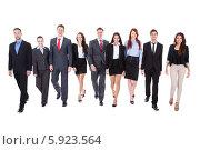 Купить «бизнесмены шагают вперед», фото № 5923564, снято 26 января 2014 г. (c) Андрей Попов / Фотобанк Лори
