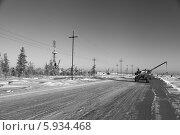 Купить «Зимний пейзаж на месторождении нефти в Западной Сибири. Строительство высоковольтной воздушной линии электрических передач», эксклюзивное фото № 5934468, снято 27 ноября 2012 г. (c) Валерий Акулич / Фотобанк Лори
