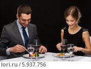 Купить «Романтический ужин молодых мужчины и женщины в ресторане», фото № 5937756, снято 9 марта 2014 г. (c) Syda Productions / Фотобанк Лори