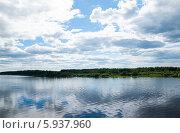 Летний водный пейзаж. Стоковое фото, фотограф Юля С. / Фотобанк Лори