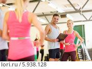 Купить «Тренер дает задание в спортивном зале», фото № 5938128, снято 28 сентября 2013 г. (c) Syda Productions / Фотобанк Лори