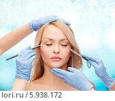 Купить «Руки пластических хирургов в стерильных перчатка с карандашом и скальпелем около лица молодой девушки с закрытыми глазами», фото № 5938172, снято 7 января 2014 г. (c) Syda Productions / Фотобанк Лори