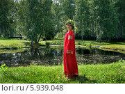 Купить «Девушка в народном костюме и венке из березовых веток на празднике Троица», фото № 5939048, снято 23 июня 2013 г. (c) ElenArt / Фотобанк Лори