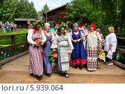 Купить «Праздник Троица В России, фольклор и народные гуляния», фото № 5939064, снято 23 июня 2013 г. (c) ElenArt / Фотобанк Лори