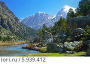 Купить «Кавказские горы и река весной», фото № 5939412, снято 16 мая 2014 г. (c) александр жарников / Фотобанк Лори