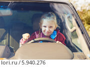 Купить «Девочка за рулём автомобиля», фото № 5940276, снято 22 сентября 2013 г. (c) Владимир Сурков / Фотобанк Лори