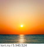 Купить «Красочный закат на море», фото № 5940524, снято 7 августа 2013 г. (c) g.bruev / Фотобанк Лори